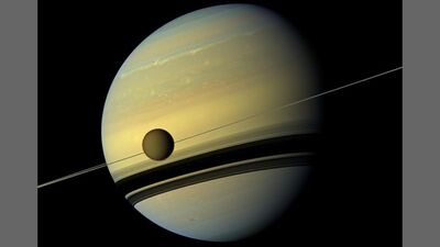 Titán visto por la sonda espacial cassini huygens